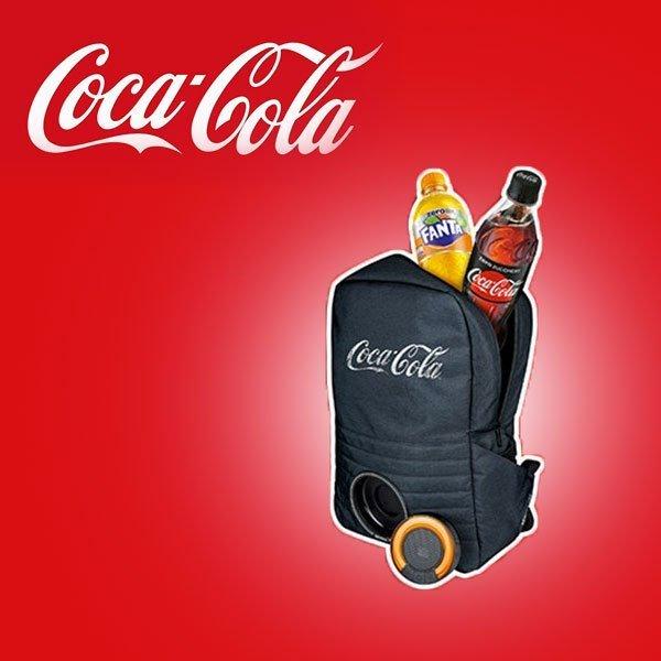 aspetto dettagliato 684fe d0bc9 1.000 zaini Coca-Cola con cassa bluetooth da vincere ...